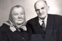 Rodiče Jana Irvinga – matka Marie a nevlastní otec Josef na snímku z roku 1970