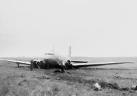 Jediný snímek z onoho dne 9. 11. 1946, kdy v 17:36 hod. havaroval Douglas DC-3/C-47A-80-DL (OK, cn 19535, sn 43-15069) ČSA na trati Amsterdam - Praha-Ruzyně v Praze. Kpt. Irving odstartoval ve 12:05 hod. Na palubě bylo 13 cestujících a pětičlenná posádka. V 15:46 hod. letadlo přeletělo maják letiště Ruzyně a kroužilo nad mraky ve výšce 1700 m. n. z. V 16:25 hod. začal za velmi obtížných povětrnostních podmínek řízený sestup. Po čtyřech nezdařených pokusech o přistání se ještě chvíli létalo v okruhu letiště. Současně s ním se o přistání snažil Lockheed Constellation společnosti PanAm s plnými nádržemi, a DC-3 kpt. Irvinga tak musel stále čekat ve vzduchu. Constellation se pak nakonec rozhodl pokračovat v letu do Bruselu. DC-3 po vyčerpání veškerého paliva musel nouzově přistát na pole u Dobrovíze. Kpt. Irving a radista Šulc byli zraněni, ale nikdo nezahynul!