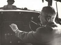 Trvalo dlouho, než se Janovi navrátil lesk v očích i jemný úsměv. Zásluhu na tom měly převážně částečné rehabilitace na počátku 60. let a s nimi i opětovná možnost vrátit se k jeho lásce, která jej nikdy nezradila ani neopustila – k létání, ač jen jako co-pilot tak, jak to zachycuje i tento snímek.