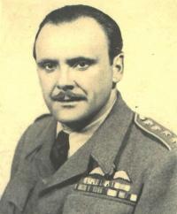 Vilém Bufka na průkazové fotografii ve službách RAF v době války