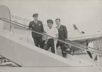 """Letiště Košice – srpen 1976, zleva: kpt. Irving, zdejší """"domácí"""" kpt. Čada a jeho 2. pilot Jiří Zouhar"""
