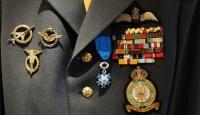 Detail krásného modrého řádu na uniformě