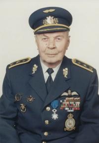 Poslední oficiální portrétní foto Jana Irvinga krátce poté, co byl v květnu 1995 jmenován do generálské hodnosti