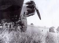 Irvingovo první působiště ve Kbelích u 1. leteckého pluku T. G. M. před letadlem Aero Apb-32 s motorem Jupiter