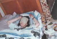 """""""Ukrutné bolesti hlavy i celého těla, téměř totální slepota (z důvodu těžkého otřesu mozku) a poloviční hluchota (po proražení zvukovodu levého ucha) byly jen torzem všech zranění. Úlevu mi dodávaly ledové obklady na obličej a téměř permanentní spánek. Nekouřila jsem, nejedla, a když, tak jen polévku z donucení. Stejně jsem už nevěděla, co jím, když jsem tou šlupkou ztratila chuť a čich. Výhodu to mělo – za dvě měsíce jsem shodila skoro 15 kilogramů. Dnes bych to brala, ale ne za takovou cenu!"""""""
