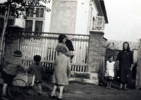 Rodina si vzala do péče dalších pět dětí-sirotků ze sousedství...