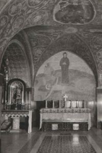 Interiér pravoslavného chrámu Cyrila a Metoděje v Soluni