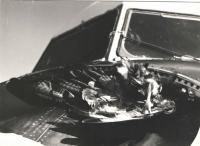 To je foto k té příhodě o srážce tátovy IL-14 s orlem. Měla jsem krásná pera do indiánské čelenky.