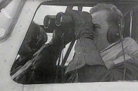 """Jan Irving v kokpitu """"svého"""" liberatora při patrole"""