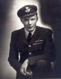 Poslední portrétní foto Jana před opuštěním Anglie v roce 1944