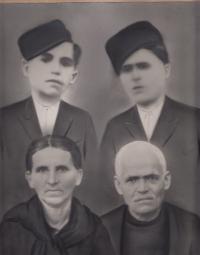 Brothers Stergios and Kostas, and parents of Patra Karadžu. Greece, 1930's.
