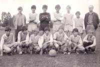 Josesf Šeda na fotografii čtvrtý zprava v horní řadě ve fotbalovém mužstvu Humpolce v roce 1973