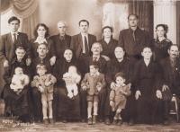 The Karadžu family. Top row, from the left, Sotiris Karadžos and Patra Karadžu. Middle row, from the left, mother-in-law and father-in-law of  Patra Karadžu. Bottom row, from the left, daughter Vasiliki and nephew Stergios Druja. Hořice 1953