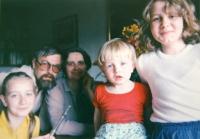 Petr Kozánek s manželkou Jindřiškou a dětmi