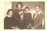 Rodina Dudových, Marie nejstarší ze sester