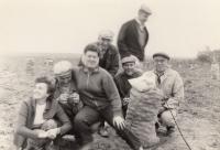 Na bramborách na brigádě - ze Škodovky