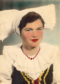 Witness' mother in folk costume