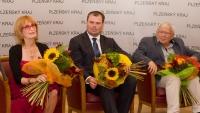 S architektem Janem Soukupem a hokejovým trenérem Jaroslavem Špačkem při uvedení do Dvorany slávy Plzeňského kraje (18. září 2018)