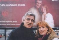 Monika s manželem Pavlem u svého billboardu