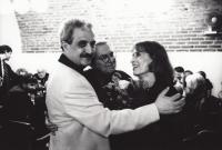 Monika Švábová s ministrem kultury Pavlem Dostálem a spisovatelem Pavlem Kohoutem