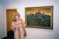 Monika na výstavě děl svého tatínka (2006)