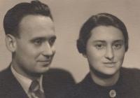 Tatínek Jaroslav Šváb a maminka Věra Švábová (rok 1936)