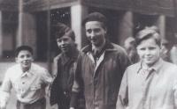 Mladý Václav Havel a vedle něj Moničin bratr Pavel Šváb (rok 1949)