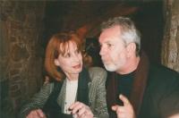 Monika se svým někdejším partnerem Jaromírem Hanzlíkem po představení Hamleta v Plzni (roku 2002)