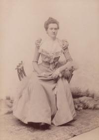 Babička Marie Šolínová (1898)