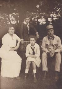 Czabaj 1915: Marie Šolínová, František Šolín, Věra Šolínová, Karel Šolín