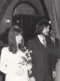 Svatba s Pavlem Pavlovským na Novoměstské radnici dne 29. 11. 1974