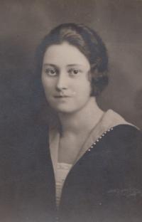 Maminka Věra Šolínová, provdaná Švábová (asi rok 1925)