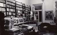 U akademického malíře a grafika Jaroslava Švába v Dittrichově ulici 25 v Praze (rok 1959)
