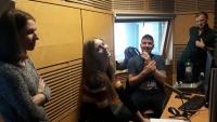 Žáci ze ZŠ Na Smetance při nahrávání rozhlasové reportáže