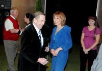Setkání Moniky Švábové s Václavem Havlem v rámci uvedení hry Odcházení v Divadle J. K. Tyla (2008)
