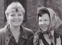 From the filming of the series Sons and Daughters of Jakub Sklář, on the right Libuše Trpišovská and on the left Irena Choutková; September 18, 1984