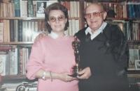 Růžena a Karel Černí s Oscarem