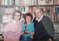 Manželé Černí s dcerou a Oscarem