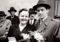 Společná fotografie s tehdy ještě budoucí manželkou po její promoci na lékařské fakultě