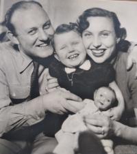 Růžena s manželem a dcerou