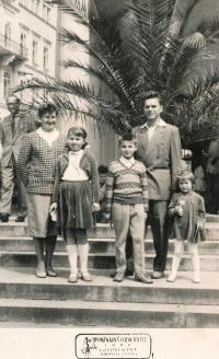 Zajíc family, his parents Malvína and Josef, their chlidren (from the left) Iva, Jiří, Jana; ca. 1962