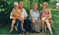 Matka, otčím, manželka a dcery pamětníka při jedné z návštěv Bosny a Hercegoviny