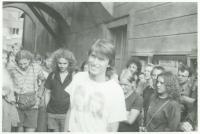 Pavel Šimon před domem Karla Havlíčka Borovského / Pochod Havlíčkovy mládeže / 29. července 1989 / archiv Davida Šidláka