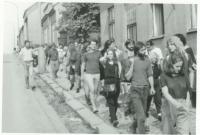 Pochod Havlíčkovy mládeže, ulice Bělohradská / 29. července 1989 / archiv D. Šidláka
