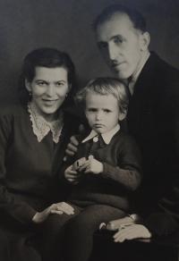 Radomír Malý s rodiči Janem a Marií, rozenou Medkovou