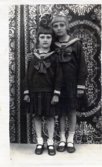 Sestry Olga a Věra Glajchovy, 1935