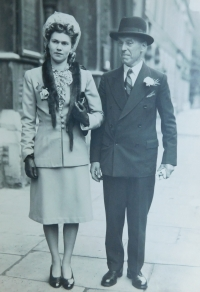 Aunt Sheila with her father in the Great Britain