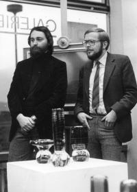 Vladimír Czumalo zahajuje výstavu surrealisty Jiřího Dlaska v Ústí nad Labem, listopad 1982