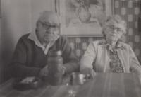 Rodiče Anna a Josef Holečkovi v 80. letech 20. století