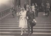 Svatba rodičů Holečkových na pražských Vinohradech v roce 1928